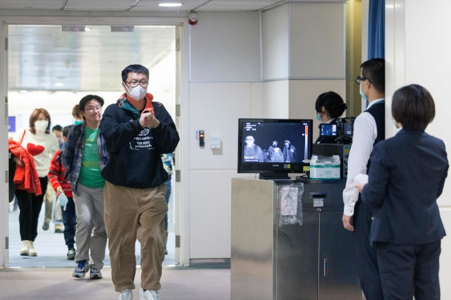 查验新冠病毒疫情 美国16机场急招中文顾问